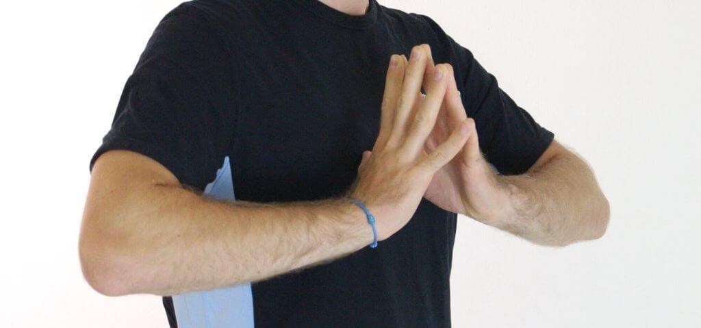 Hände auseinander, Finger bleiben zusammen