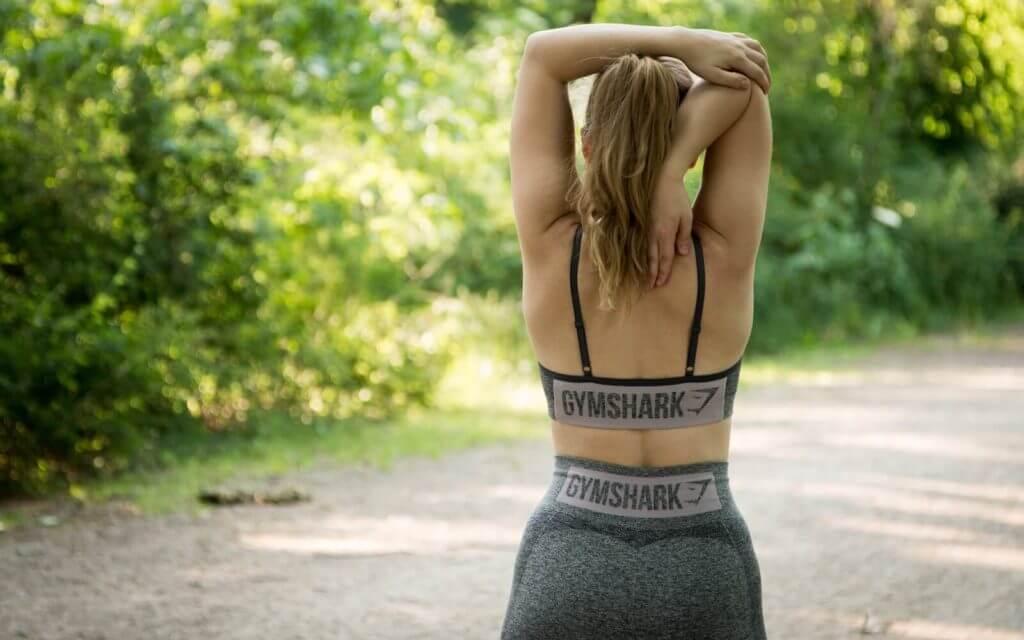 Schulter aufdehnen im SItzen